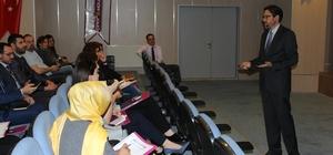 Çınar Kolejinde İngilizce öğretmenlerine konferans verildi