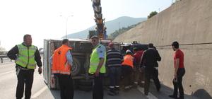 Kocaeli'de kamyonet şarampole yuvarlandı: 3 yaralı