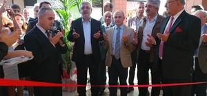 Bayrampaşa'da siyasiler ayakkabı mağazası açılışında buluştu