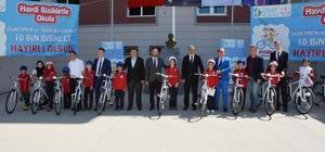 İzmit'te 178 öğrenciye bisikletleri teslim edildi