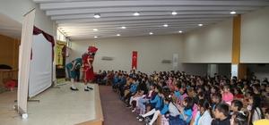 Efeler Belediyesi Karagöz ve Hacivat'ı öğrencilerle buluşurdu