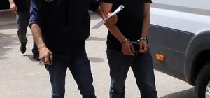 Adana'da yasa dışı afişe gözaltı