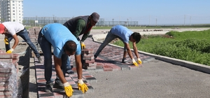 Bağlar Belediyesi'nin yol çalışmaları devam ediyor