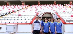 Lise öğrencileri Antalya Stadyumu'nda