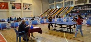 Masa tenisi grup müsabakaları başladı