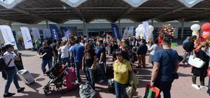 Antalya'ya gelen turistlere şölen havasında karşılama