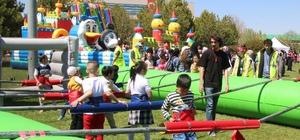 Türk ve sığınmacı çocuklar şenlikte buluştu