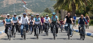 Foça'yı bisikletle turladılar