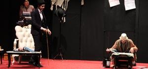 Elazığ'da 'Z Vitamini' tiyatro oyunu sahnelendi
