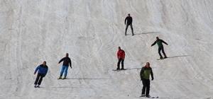 Hakkari'de yılın son kayağı