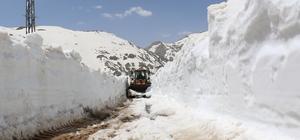 Antalya'da karla kaplı yayla yolları açılıyor