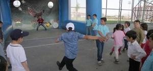 Denizli'de, ilkokul öğrencileri için şenlik