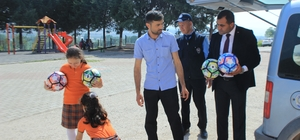 Osmaneli Belediyesi ilkokullara 2 bin adet top dağıttı