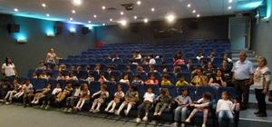 Çeşme'de çocuklar sinemayla buluşuyor