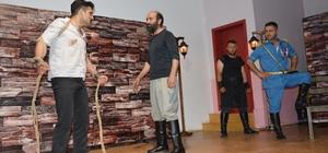 Niksar'da 'Çanakkale Buzdağının Ardı' oyunu sahnelendi