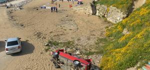 Otomobil sahile devrildi: 3 yaralı