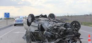 Otomobil refüje çarpıp devrildi: 1 ölü, 1 ağır yaralı