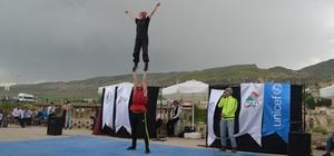 Hasankeyf'te Sirk gösterisi düzenlendi