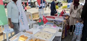 Yedi kıtadan gelen öğrenciler kültürlerini tanıtıyor