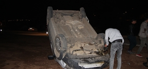 Karlıova'da kamyonet devrildi: 2 yaralı