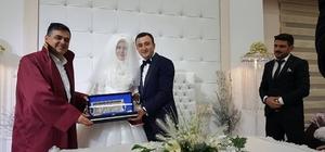 Başkan Yalçın genç çiftin nikahını kıydı