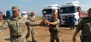 """Suriye'deki Türk askerine """"çilek"""" sürprizi"""