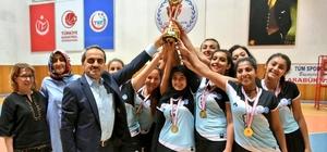 KYK voleybol şampiyonu Hubbi Hatun Kız Yurdu