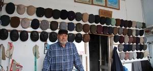 55 yıldır şapka dikiyor