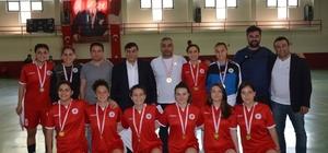 Emet'te yapılan Türkiye Okullar Arası Genç Kızlar Futsal yarı final maçları sona erdi