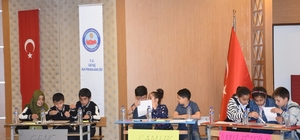 Genç'te ilkokul öğrencileri bilgide yarıştı
