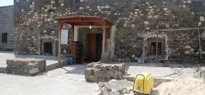 Cizre Belediyesi Mem u Zin Türbesi ve Mir Abdaliye Medresesi'nde restorasyon çalışması başlattı