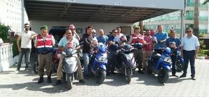 Manavgat'ta motosiklet sürücülerine kask jesti