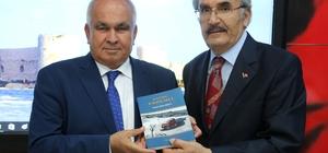 Erdemli Belediyesi, 'Mazide Erdemli' kitabı için imza günü düzenledi