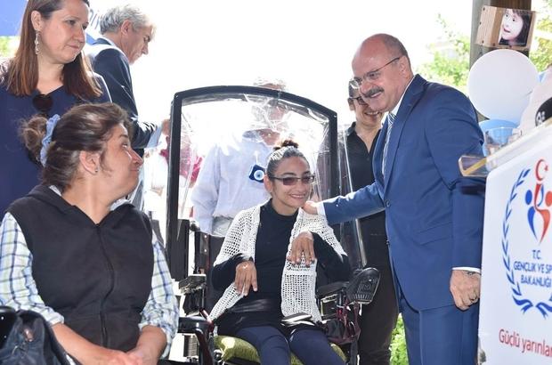 Vali Çakacak, Engelliler Şöleninde engelli gençlerle buluştu