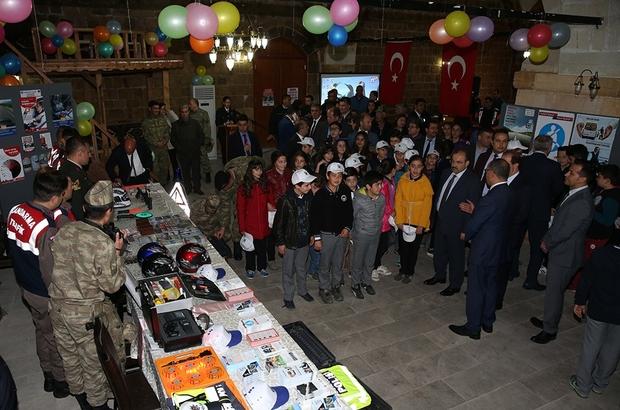 Vali İsmail Ustaoğlu, Karayolu Trafik Haftası dolayısıyla Taşhan'da düzenlenen sergiye katıldı