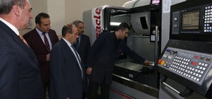 Vali İsmail Ustaoğlu, Mesleki ve Teknik Anadolu Lisesi öğrencileriyle buluştu