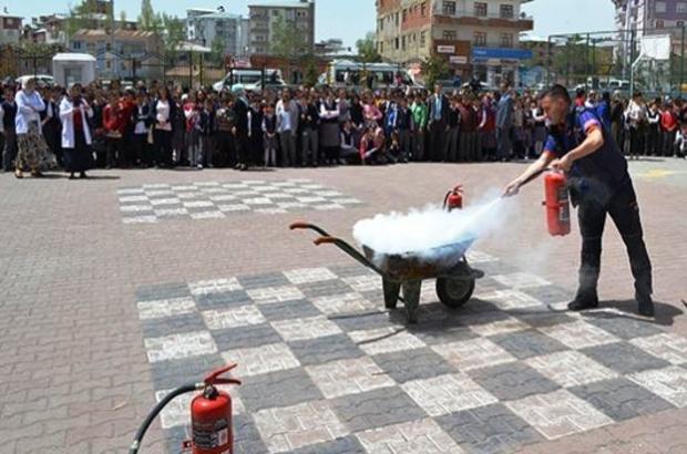 Erciş'te afet bilinci semineri ve yangın eğitimi