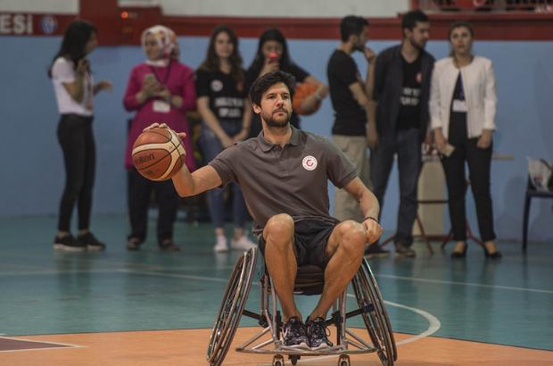 """Basketbolcular engelliler için """"empati"""" yaptı"""