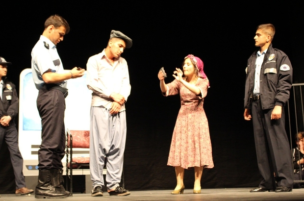 Lise öğrencilerinden muhteşem tiyatro gösterisi