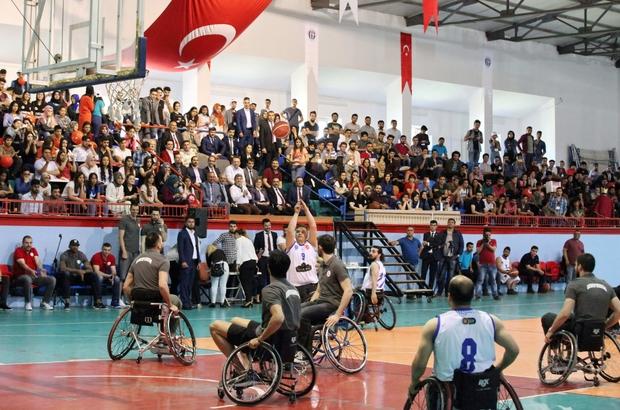 """""""Potada Engel Yok' temalı gösteri maçı ilgiyle izlendi"""