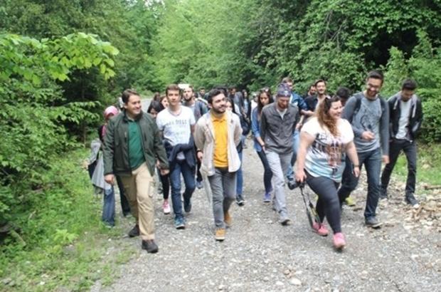 Üniversite öğrencileri tabiat yürüyüşü yaptı
