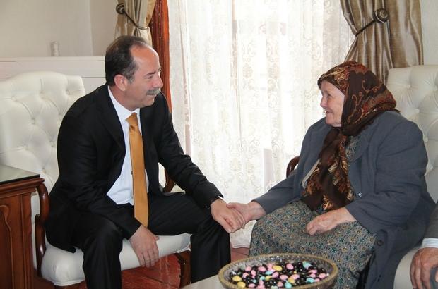 """Edirne Belediye Başkanı Gürkan: """"Dünyadaki en masum duygu, anne sevgisi"""""""