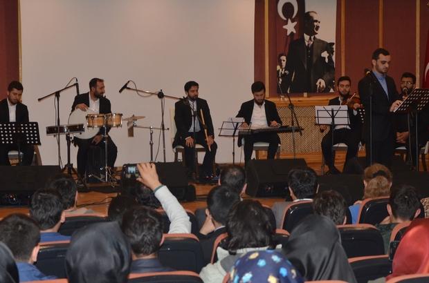 BÜ'de dini Musiki söyleşişi yapıldı, konseri büyüledi