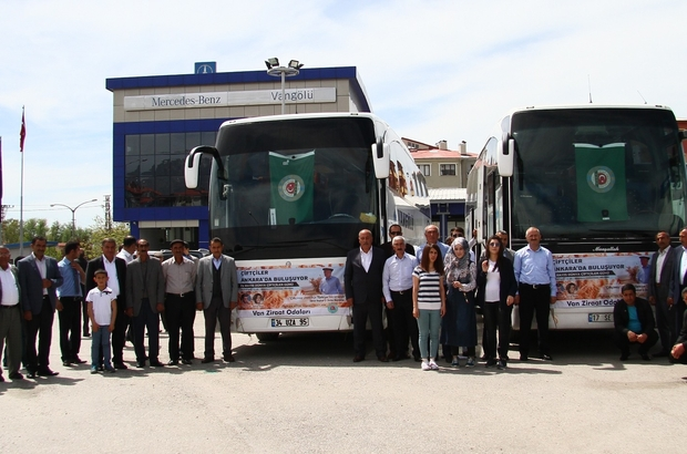 Vanlı çiftçiler Ankara'ya hareket etti