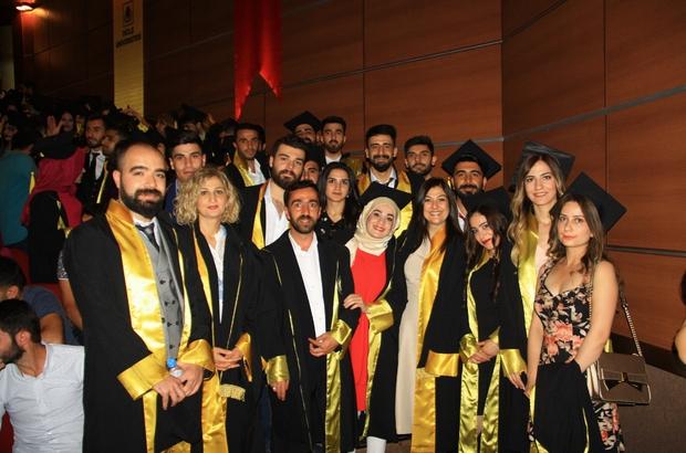 DÜ'de coşkulu mezuniyet