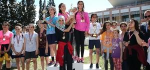 Genç atletler madalya için ter döktü