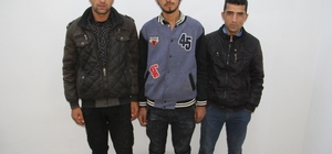 Başkale'de 3 kaçak mülteci yakalandı