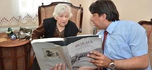 Başkan Demirağ Foça'nın en yaşlı annesini ziyaret etti