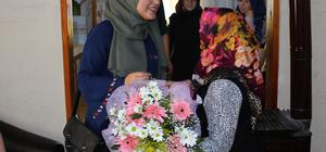 Öğrencilerinden şehit annesine ziyaret