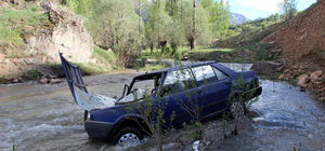 Sivas'ta otomobil dereye düştü: 2 yaralı
